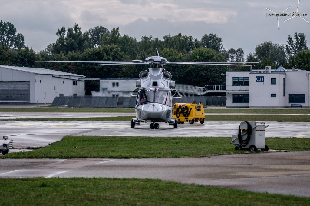 EC175 on parking