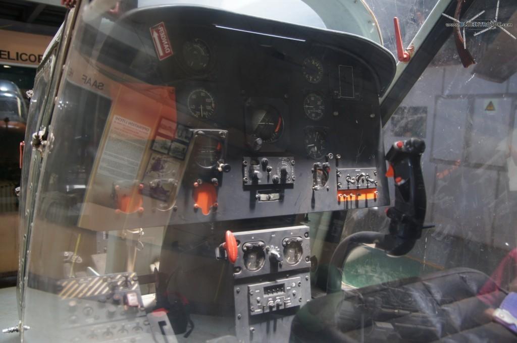 Alpha XH-1, pilot seat