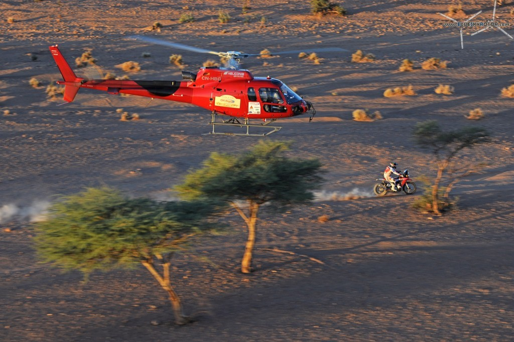 Video AS350B3 Heliconia CN-HBC over the desert