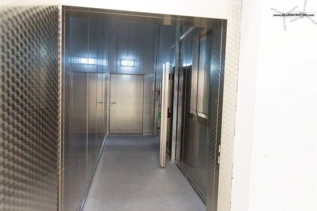 thick and heavy doors for the cold room
