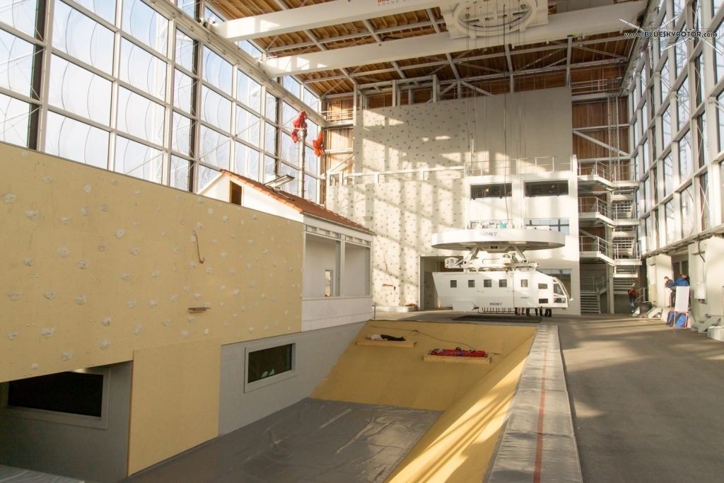 the swimming pool can be filled with (cold) water, turbines create current, and an ice sheet can be simulated with plastic boards